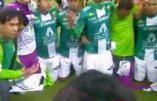 Quand une équipe de foot se met à genoux et récite le «Notre Père» et le «Je vous salue Marie» après sa victoire