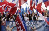 Des milliers de personnes ont défilé avec Marine Le Pen ce 1er mai