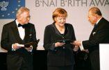 Le prix des Franciscains d'Assise «La lampe de la paix» offert à Angela Merkel