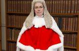 Un juge ordonne de retirer un enfant à la mère biologique pour le remettre à une paire d'homosexuels