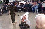 """Bourreau """"modéré"""" d'Ahrar al-Sham fouettant des musulmans pas assez pieux..."""