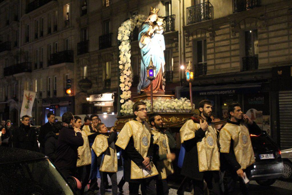 Porteurs et Sainte Vierge