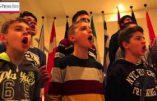 La chorale de garçons de Plovdiv chante Noël au Parlement Européen