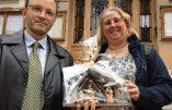 A Beausoleil, les élus de la Ligue du Sud ont offert une crèche de Noël au maire
