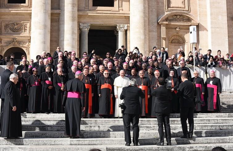Papa Francesco con i vescovi dei Focolari