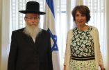 Le député Meyer Habib fait visiter l'Assemblée nationale à Yaakov Litzman, le ministre israélien qui avait refusé de serrer la main de Marisol Touraine