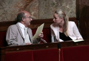 jacques-bompard-marion-marechal-le-pen-bancs-assemblee-nationale-paris-juillet-2013