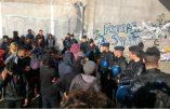 Les clandestins sont de retour par centaines dans la Jungle de Calais encore fumante des incendies volontaires