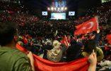 Islamisation de L'UE: 10 000 Turcs, aux cris de «allah akbar» font de l'Allemagne leur champ de bataille électoral