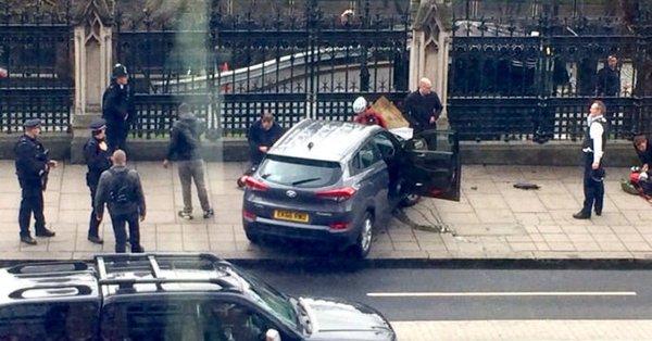 Londres, dernier bilan: cinq morts, dont l'assaillant, et environ 40 blessés