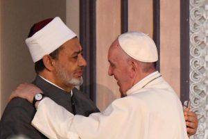 Pape François: «L'équation entre terrorisme et islam est un mensonge»