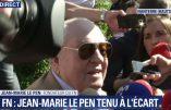 Devant les grilles cadenassées du siège du FN, Jean-Marie Le Pen demande la démission du bureau exécutif du parti