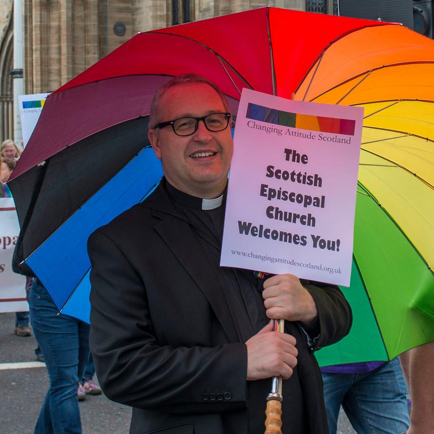 Une branche du protestantisme prie pour que le prince George d'Angleterre devienne homosexuel ! Holdsworth-lgbt