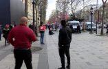 Sur les Champs-Elysées, un individu sort un couteau et crée la panique