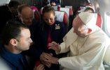 La nouvelle extravagance du pape François: un mariage célébré en vol et à la volée. Mais qu'en est-il de la juridiction de l'Ordinaire ?