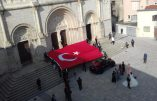 Mâcon – Provocation turque sur le parvis de l'église Saint-Pierre