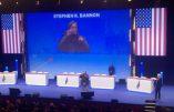 Le drapeau américain flotte au-dessus du congrès de refondation du FN