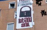 A Lyon, le toit de Forum Réfugiés occupé par des militants du Bastion Social
