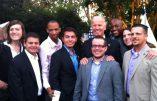 Le vice-président américain Joe Biden entouré de leaders LGBT