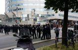 En plus de faire la grève, les grévistes bloquent des voies de chemin de fer