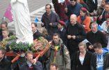 Une marche pour la Famille sous le balcon de Mgr Bonny
