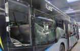 Attaque sauvage à Melun:  Un bus et son chauffeur agressés à la barre de fer et aux pavés… Vidéo