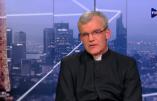 L'abbé de La Rocque, curé de St Nicolas, parle de son apostolat et estime qu'une reconnaissance canonique pour la FSSPX dans les circonstances actuelles serait néfaste pour l'Eglise
