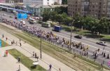 Une gigantesque procession pour la paix partie de l'Ouest de l'Ukraine (réputé pro-UE) vers Kiev: le gouvernement aux abois