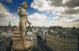La dictature du politiquement correct veut maintenant évacuer la statue de l'amiral Nelson à Londres