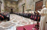 Discours du pape aux ambassadeurs : les droits de l'homme, fondement de la paix mondiale