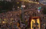 Russie: Gigantesque procession en l'honneur du tsar Nicolas II cent après son assassinat par les communistes