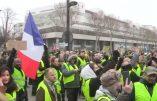 Acte VII à Paris – Des centaines de Gilets Jaunes assiègent BFMTV !
