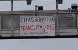 """""""Chassons les francs-maçons"""" et """"BFMTV, la voix d'Israël"""" s'affichent sur les autoroutes"""