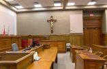Québec – Le crucifix chassé des tribunaux…