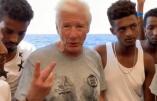 Richard Gere pose au milieu des immigrés illégaux sur l'Open Arms. La seule vraie question : combien va-t-il en ramener chez lui ?