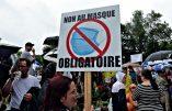 Le Québec manifeste contre le masque obligatoire