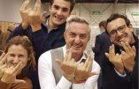 Le geste de rappeur de Stéphane Ravier pour célébrer sa réélection au Sénat