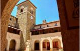 L'abbaye de Rosans vue de la cour intérieure ©Abbaye de Rosans