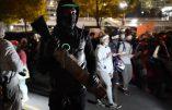 Emeutes à Portland – Un fusil exhibé parmi les opposants à Trump