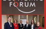 Klaus Schwab, dirigeant du Forum économique mondial et promoteur du Great Reset, entouré du Roi et de la Reine des Belges, de l'ancienne Premier ministre intérimaire Sophie Wilmès et de l'actuel Premier ministre belge Alexander De Croo