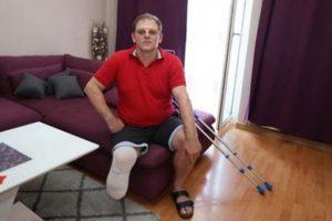 Horreur : un homme amputé d'une jambe à cause du vaccin AstraZeneca