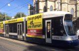 Un tram suisse véhicule des messages pour la défense de la Famille